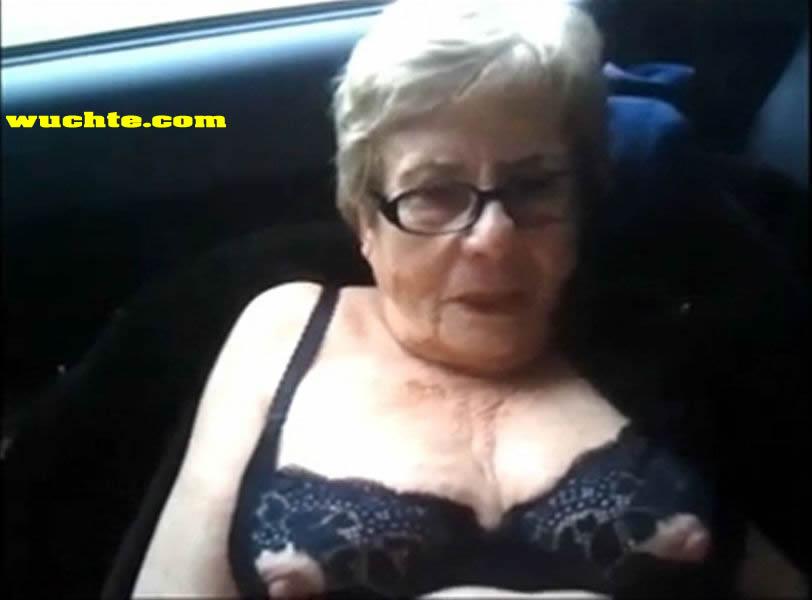 oma nackt auf dem klo