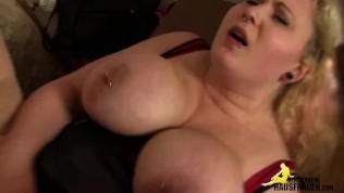 Fette Hausfrau mit gepiercten Riesentitten – ficken in Frankfurt!