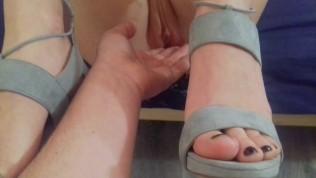 Füße Nahaufnahme und in Fotze rum gefingert.